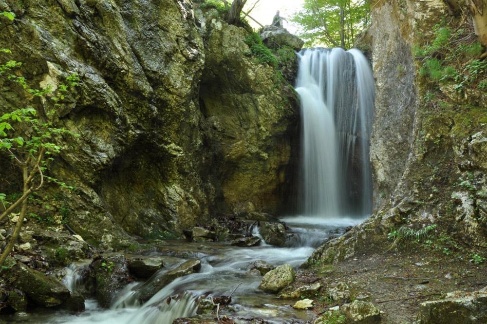 www.casabucureasa.ro - atractii turistice - Cascada Moara Dracului
