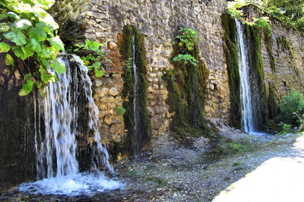 www.casabucureasa.ro - atractii turistice - Cheile Latoritei