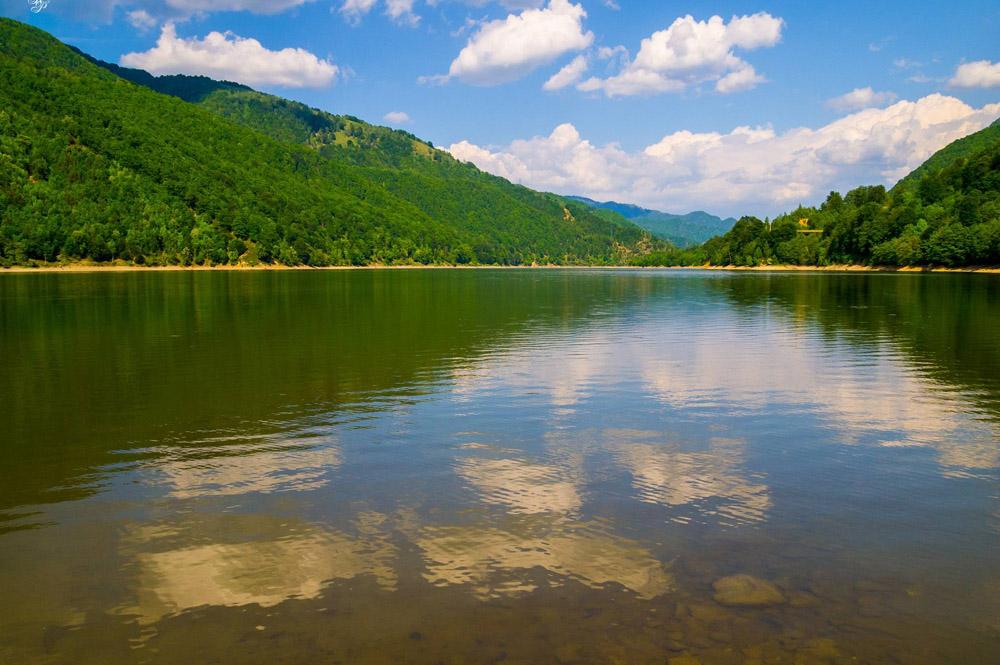 www.casabucureasa.ro - atractii turistice - Lacul Vidra